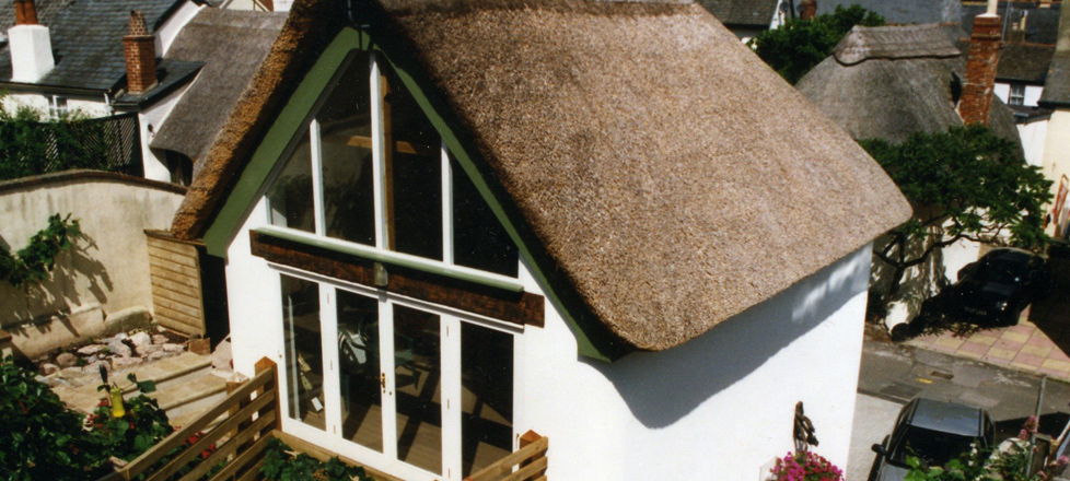 Replacement thatched cottage in Devon built using Wallform 313