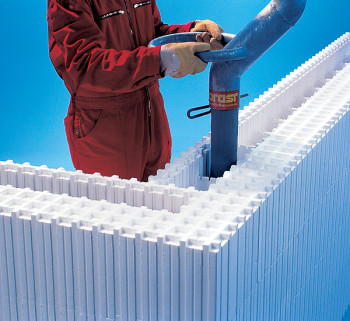 concreting-Wallform-with-the-nozzle