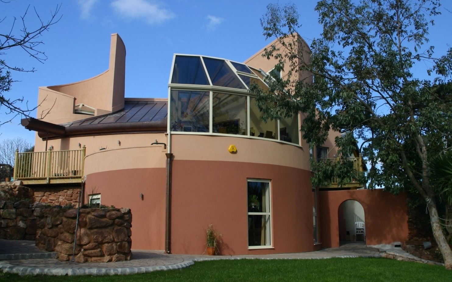 Round house at shaldon devon becowallform - Round shaped house designs ...