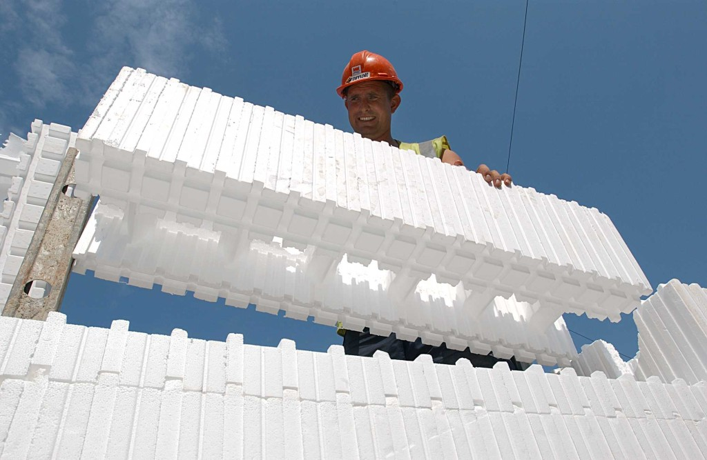 Builder using Insulated Concrete Formwork system BecoWallform